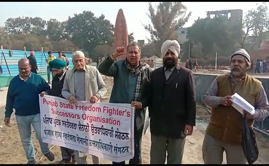 Protest against the central government for putting an entry ticket in Jallianwala Bagh