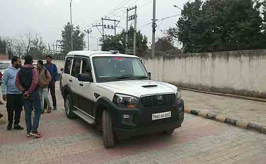 Punjab-and-Haryana-High-Court-ban-on-stickers-like-police-press-and-judge-on-cars-and-bikes-has-been-banneds