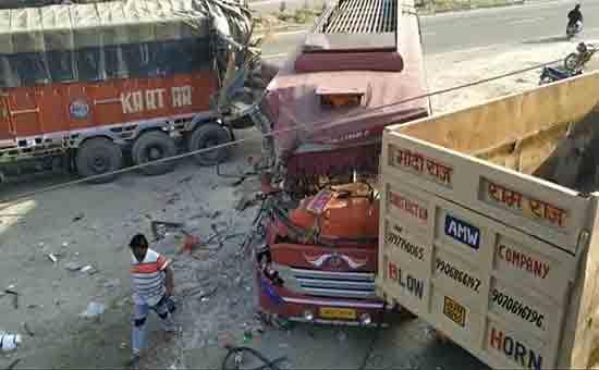 Superfast-bus-truck-collision-with-12-injured-three-GMC-Jammu-referees
