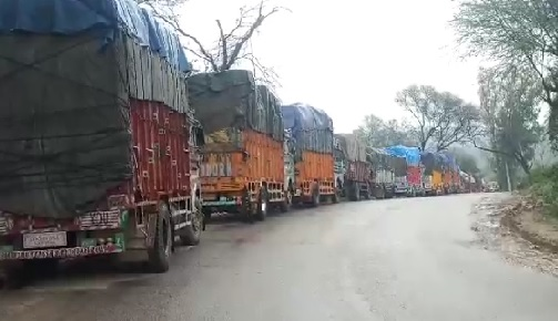 100 trucks stranded on Samba Mansar Road for 6 days