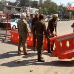 सांबा पुलिस और ट्रैफिक पुलिस ने सड़क दुर्घटनाओं के ग्राफ को कम करने के लिए जम्मू पठानकोट एनएच सांबा पर स्पीड कटर बैरिगेट्स लगाए