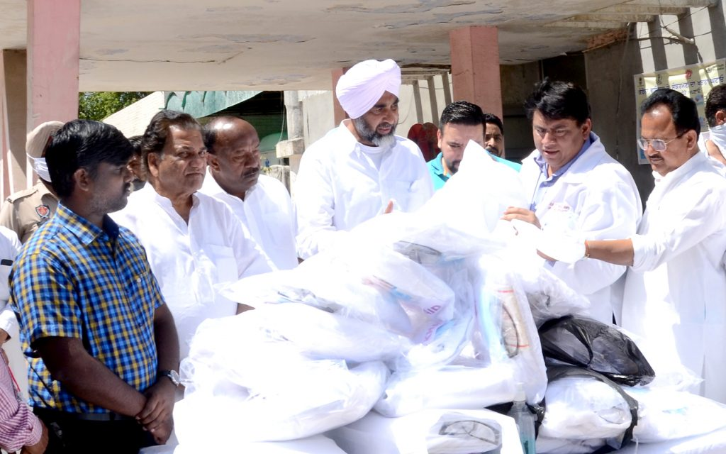 Manpreet Badal keeps his words ; 50 PPE kits provided in just 48 Hrs.