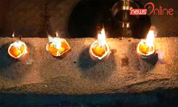 भारत-पाक नियंत्रण रेखा से सटे पुंछ जिला में भी लोगों ने अपने-अपने घरों में दिए जलाए