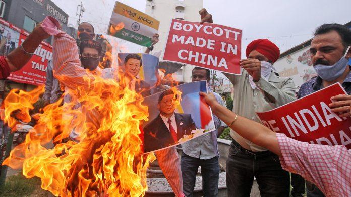 चीन की मार्कीट का करेगें बहिष्कार कोई भी चीनी समान न ही बेचेगा न ही खरीदेगा