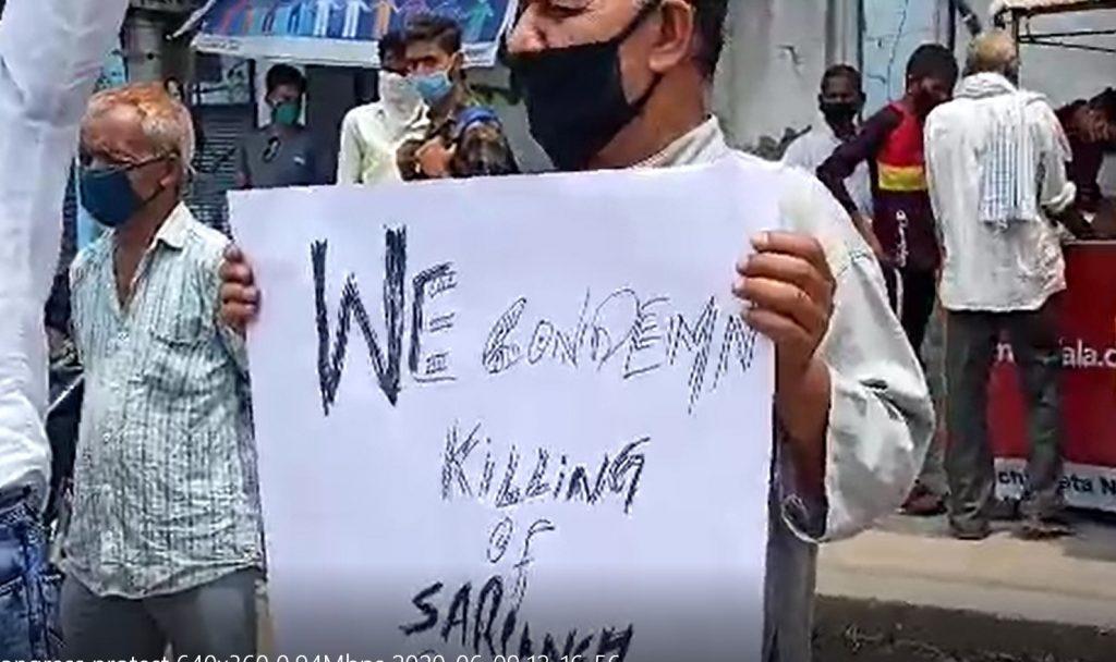 सरपंच की हत्या के विरोध में कांग्रेस ने साम्बा चौक पर धरना प्रदर्शन किया