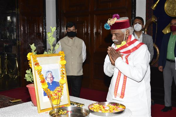 Governor and CM pay homage to Dr Kalam