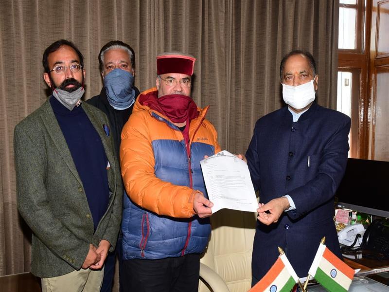 Deputation of Shimla Hotel and Restaurant Association calls on CM