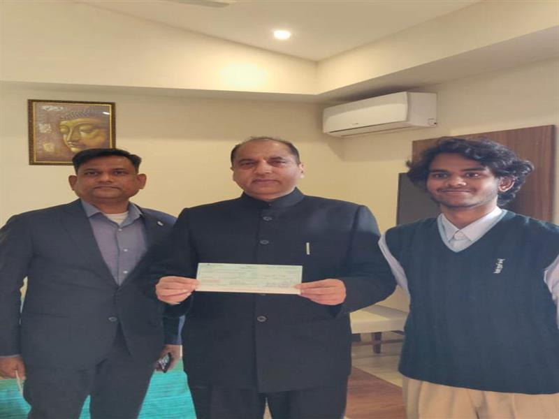 CM presented with cheque of Rs. 1.71 lakh by Shon Fulzele