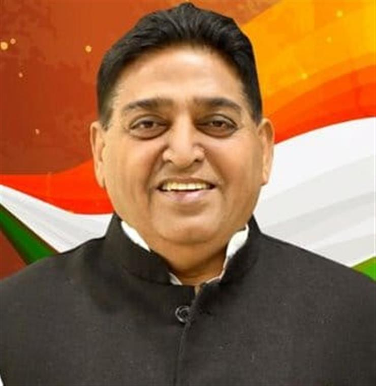 Disclosing this today, Industries Minister Sunder Sham Arora said that a Bulk Drug Pharma park in an area of 1300 acre involving project cost of about 1800 crore has been proposed at Bathinda under the scheme of GoI and project has been submitted to Government of India for approval in October.