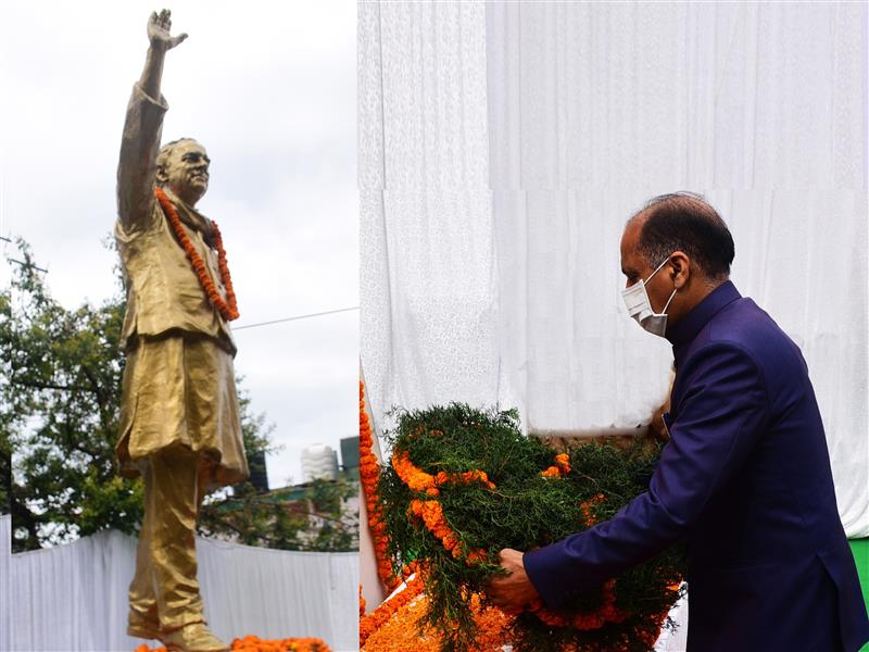 Chief Minister Jai Ram Thakur paid rich tributes to former Prime Minister Rajiv Gandhi on his 30th death anniversary by garlanding his statue at Sadbhavana Chowk
