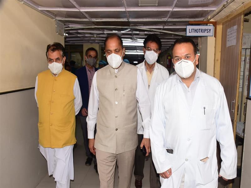 CM visits Virbhadra Singh at IGMC
