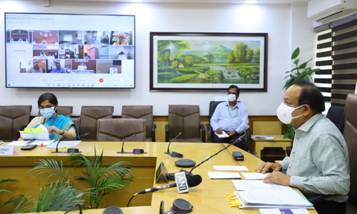 Dr. Harsh Vardhan reviews Public Health Response to COVID-19 and Progress of Vaccination with 8 States/UT