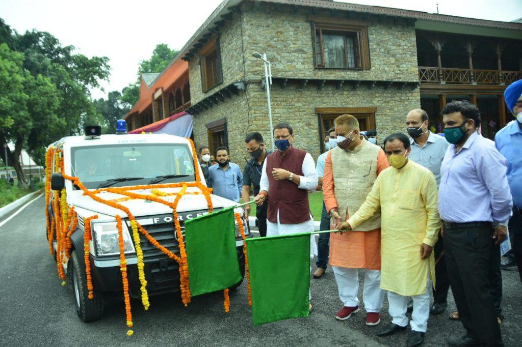 मुख्यमंत्री श्री पुष्कर सिंह धामी ने मुख्यमंत्री आवास में हंस फाउंडेशन द्वारा राज्य को उपलब्ध कराई गई 30 एम्बुलेंस का फ्लैग ऑफ किया।