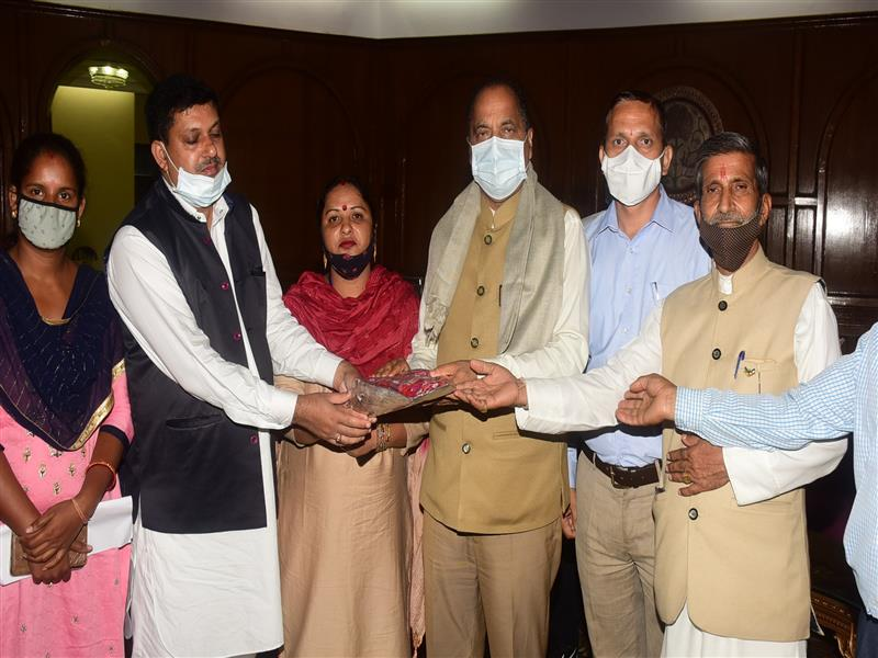 A delegation of Zila Parishad Solan led by Vice Chairperson Smt. Kamlesh Panwar call on Chief Minister Shri Jai Ram Thakur at Shimla today.