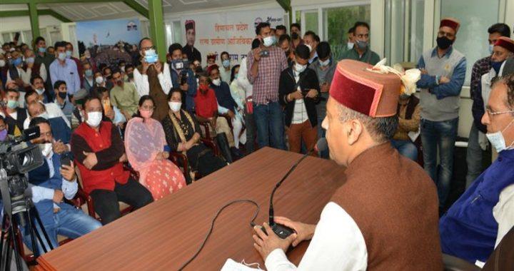 Delegation of Jubbal-Kotkhai area call on CM