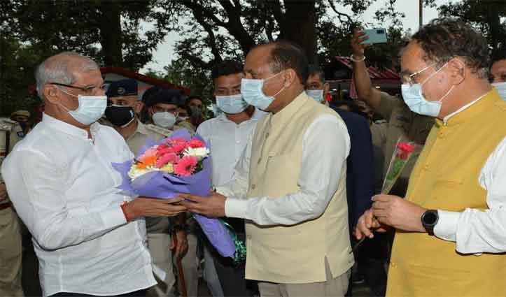 Governor lauds academic achievements of HP University