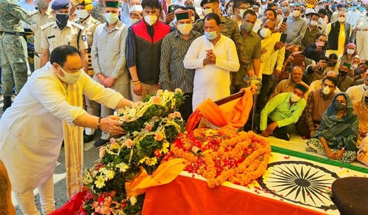 J.P. Nadda and CM pay floral tributes to Virbhadra Singh