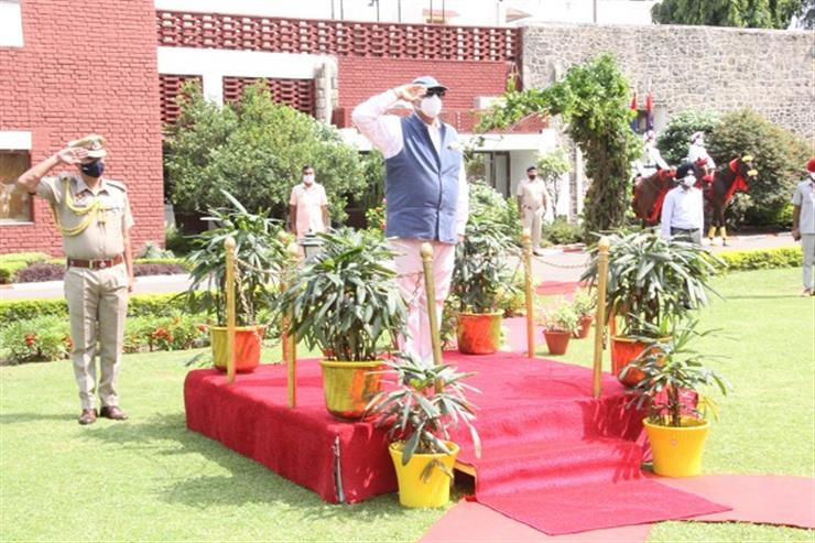 BADNORE LEAVES RAJ BHAWAN AFTER A CEREMONIAL SEND OFF