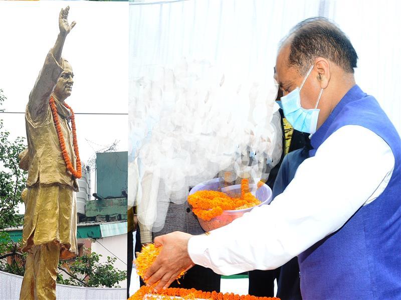 Chief Minister Jai Ram Thakur today paid rich tributes to former Prime Minister Rajiv Gandhi on his 77th birth anniversary by garlanding his statue at Sadbhavana Chowk Chotta Shimla.