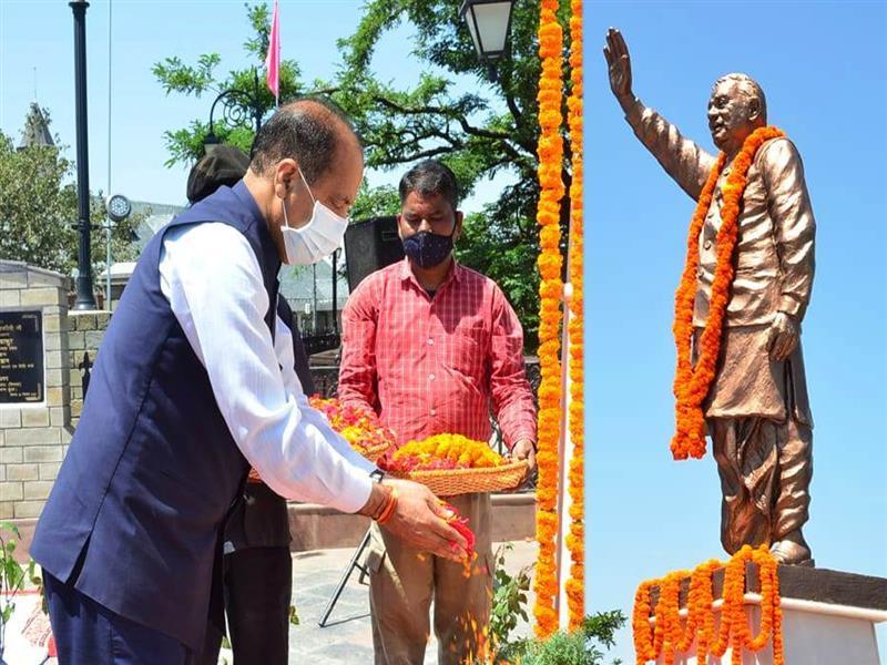 Chief Minister Jai Ram Thakur paid floral tributes to Bharat Ratanformer Prime Minister Atal Bihari Vajpayee on his death anniversary at The Ridge Shimla today.