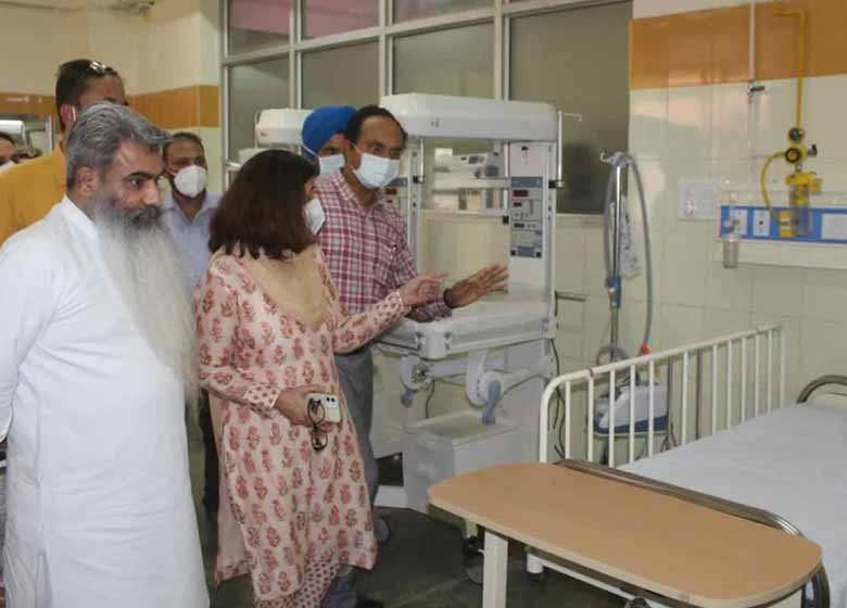 Later, the Chief Minister virtually inaugurated three PSA plants at Regional Hospital Bilaspur, Civil Hospital Ghumarwin and Civil Hospital Arki in Solan district. He also inaugurated Rs. 2.16 crore PSA plant at Regional Hospital Solan set up under the PM Cares.