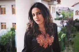 Saima Hussain Mir - Olive Top Girl