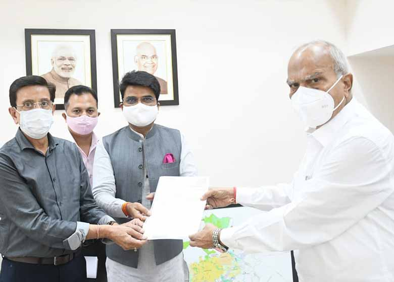 PGSC Chairman submits memorandum to Governor for declaring cow as National Animal