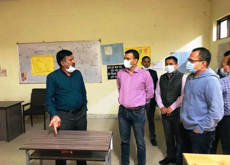 CEO reviews preparations for bye-elections of Parliamentary Constituency in District Lahaul-Spiti https://www.newsonline.media/state-news/shimla/ceo-reviews-preparations-for-bye-elections-of-parliamentary-constituency-in-district-lahaul-spiti/ #newsonline #news #breakingnews #latestnews #Covid #India #CEO #preparations #elections #Parliamentary #Constituency