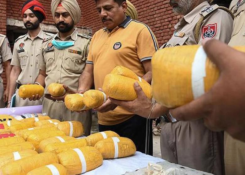 punjab police foil a major weapon & drugs smuggling bid via indo-pak border